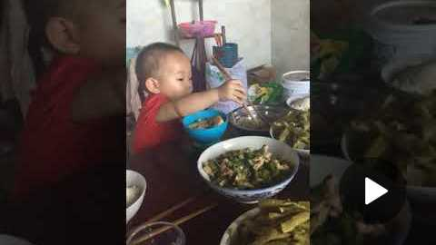 Cute Babe learn to deal with the chopsticks.